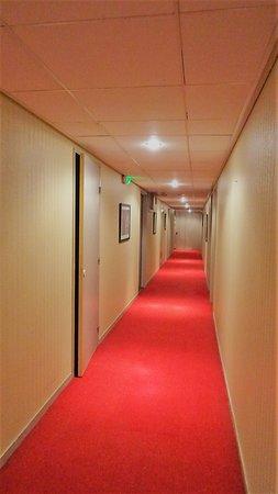 Dans Les Couloirs On A Deroule Le Tapis Rouge Photo De