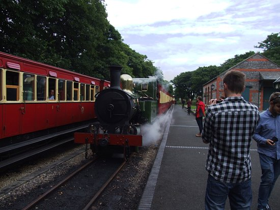 Trains passing at Castletown