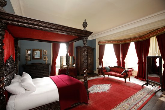 Glaslough, Irlanda: The Red Master Bedroom