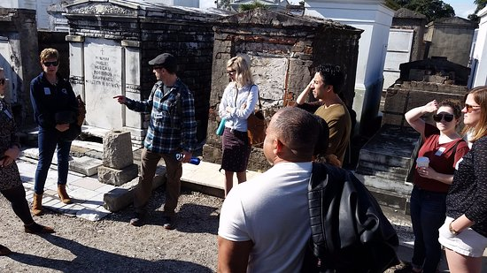 Historic New Orleans Tours : St Louis Cemetery #1