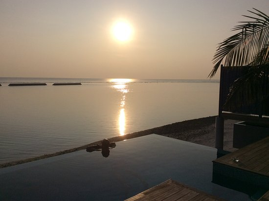 Kuramathi: Sunset Pool Vill 345