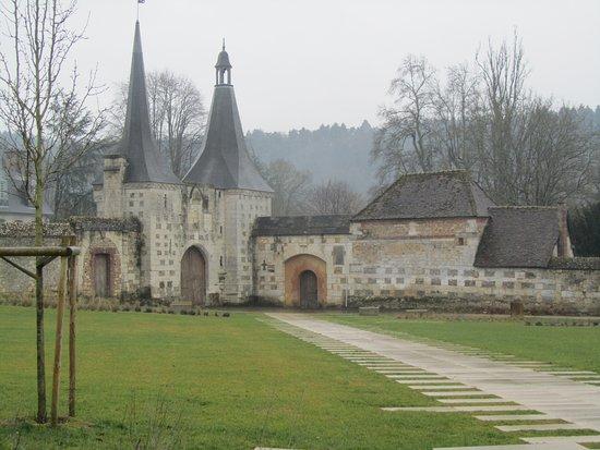 Abbey of Bec-Hellouin: enceinte exterieure de l abbaye