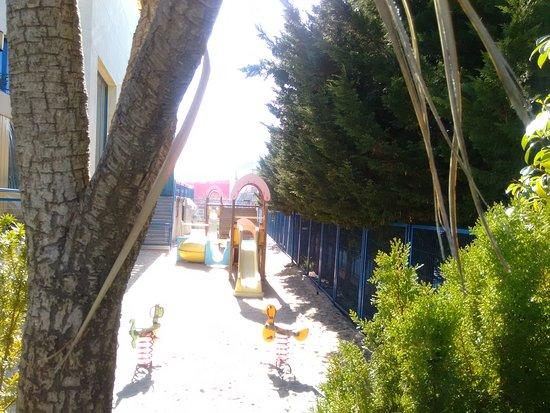 Parque infantil y menú del día
