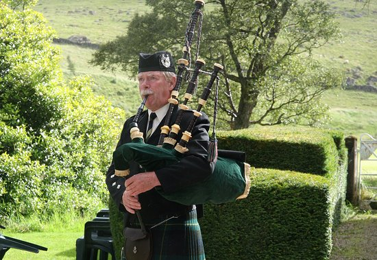 Spittal of Glenshee, UK: Wedding Pipers