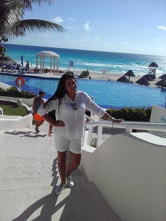 Golden Parnassus All Inclusive Resort & Spa Cancun: Vista da área da piscina