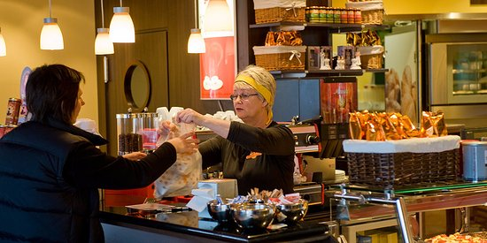 Kopavogur, Islandia: Coffee house and traditional Icelandic bakery with a wide variety of pastries, bread, cakes and