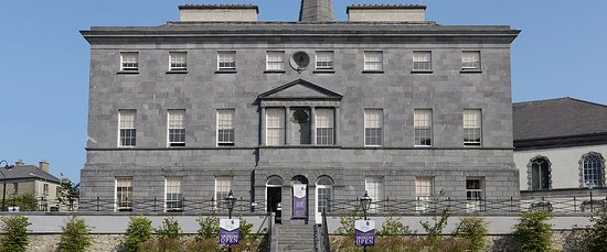County Waterford, Irlanda: Bishops Palace, Cafe is located on the ground floor to the right