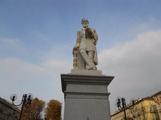 Monumento a Giuseppe La Farina