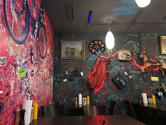 lily burger berlin kreuzberg restaurant reviews phone number photos tripadvisor. Black Bedroom Furniture Sets. Home Design Ideas