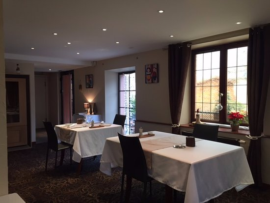 Décoration entrée du restaurant - Picture of L\'Essentiel, Barr ...