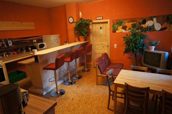 Hilles Hostel Trier: kitchen