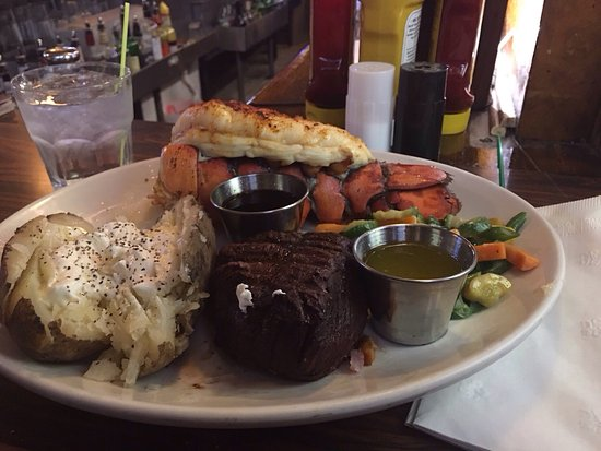 Crystal Lake, IL: Surf and turf special on Friday night. Yes it was as good as it looks!