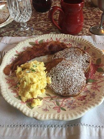 1840 Tucker House Bed and Breakfast Resmi