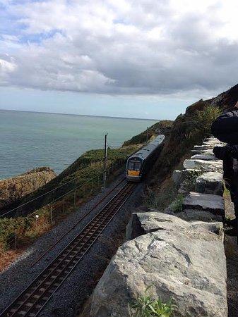 Bray, Irlanda: Train along the coast.