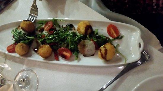 Burnaby, Canada: Arugula bocconcini salad