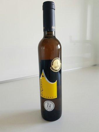 Serrada, ספרד: vino dulce para aperitivo. Ganador de premio Oro y Plata en 2106
