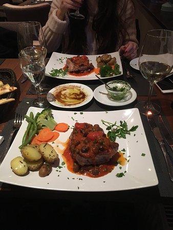 La Bruschetta: Einfach lecker , einfach toll.   Unser Lieblingsrestaurant gleich neben an.   Für einen genießer