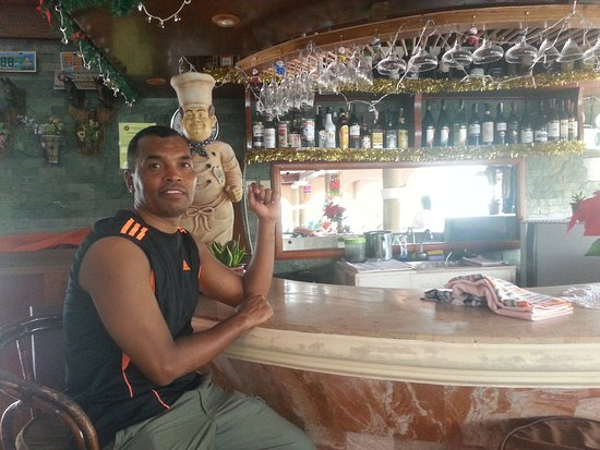 Blue Crystal Beach Resort: Hotel Bar