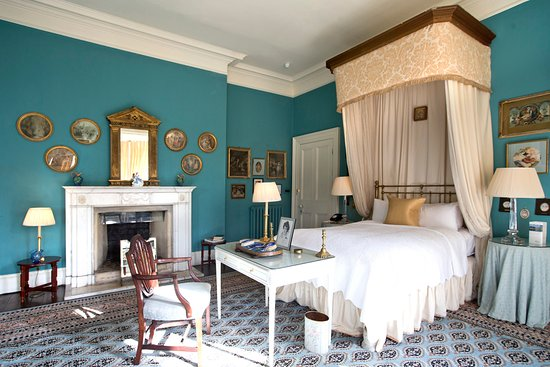 Glaslough, Irlanda: The Blue Master Bedroom in The Castle