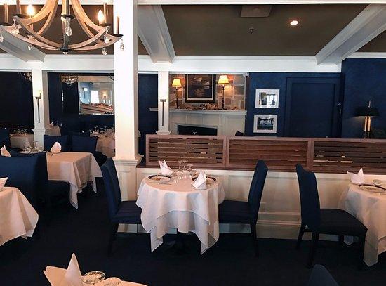 Ayer's Cliff, Canada: Restaurant avec distinction 4 diamants !!