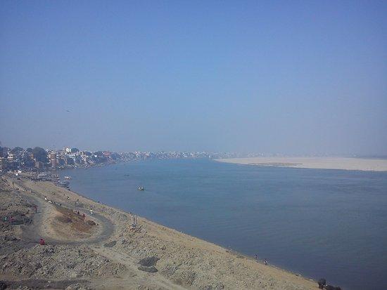 Vista De Todo Varanasi Desde La Terraza De Yoga Mandir