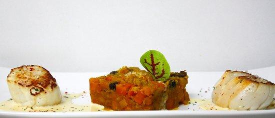 """Saint-Astier, Frankrike: St Jacques snackées, Fumet au Chorizo ibérique, Légumes bios de St Astier saveurs """"couscous"""""""