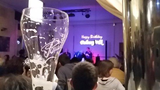 Cardano al Campo, Włochy: Una serata al Circolo. Ottima birra e tanti eventi