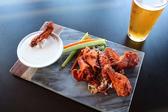 Tommy's Restaurant: Chicken Wings