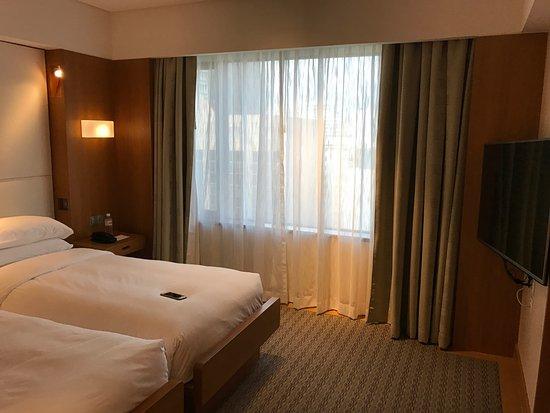 Grand Hyatt Singapore: bedroom. grand deluxe room.