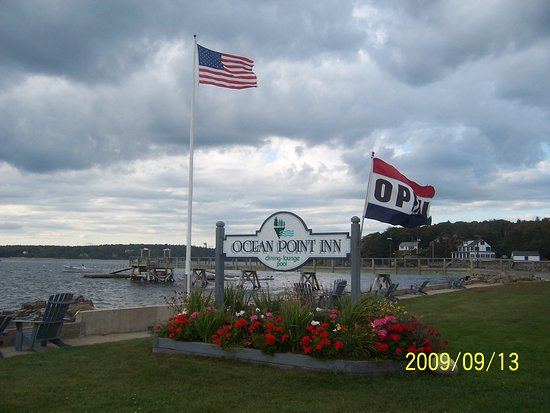 East Boothbay, ME: Front yard of the Ocean Point Inn