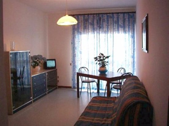 Trilocale non ristrutturato Sala - Picture of Residence Le ...