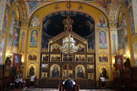 正教会内部、特徴的なイコンが掲...