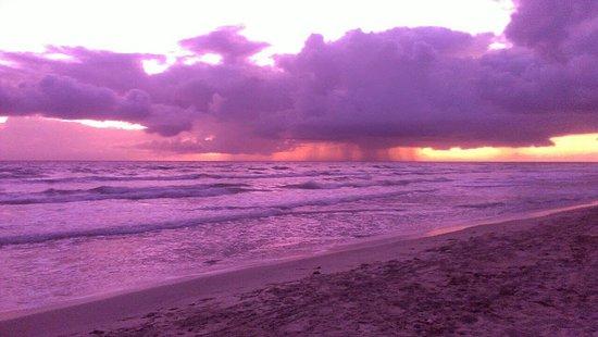 amanecer en playa guacuco
