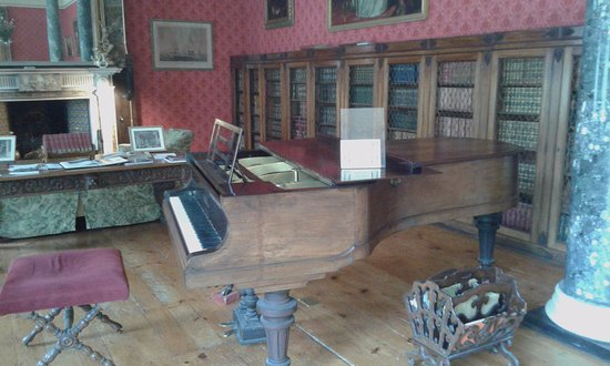 Bantry, Irlandia: A piano taht you can use
