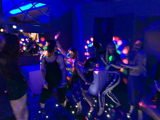 Walmersley, UK : Party night