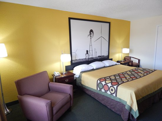 "Fort Stockton, TX: King bed, 32"" flat screen tvs, Micro-fridge, Hair dryer, free wi-fi,"