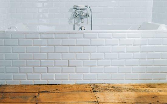 Rauzan, Франция: La salle de bain de la chambre Isabeau