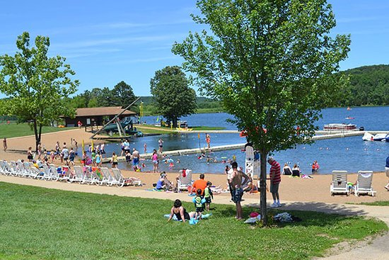 Potosi, MO: Summertime at the Trout Lodge waterfront