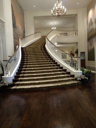 Kiawah Island Golf Resort : One of two grand staircases at The Sanctuary hotel