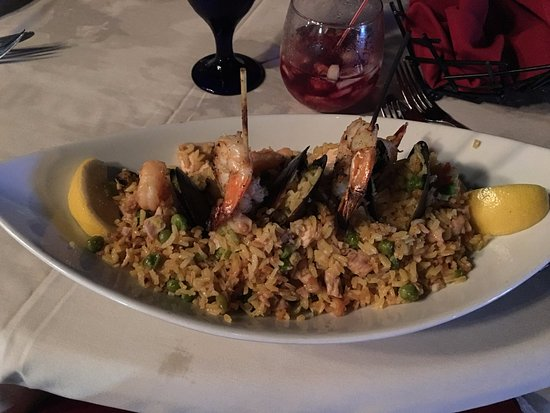 Las Ramblas Tapas and Charcoal Grill: Paella