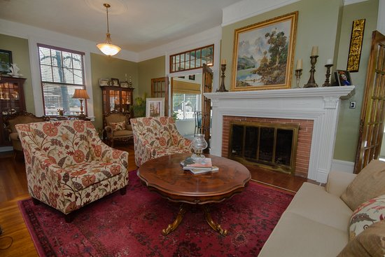 Marshfield, MO: Main parlor view from the west side