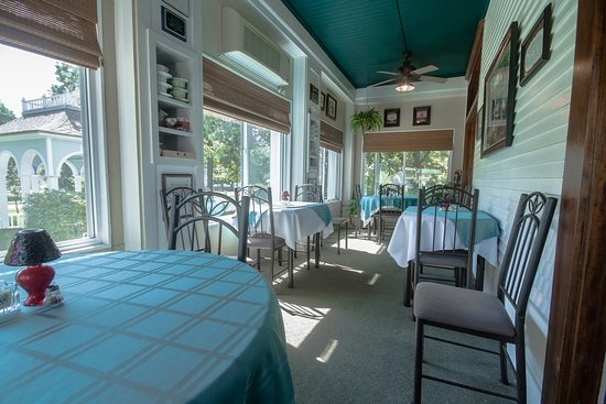 Marshfield, MO: Dining Porch