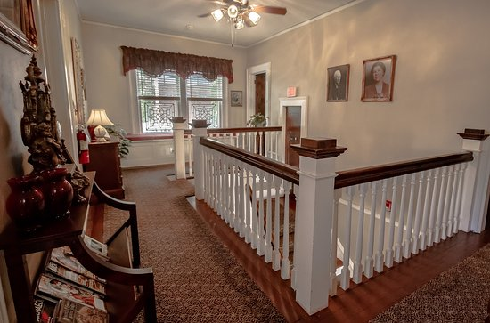 Marshfield, MO: Second floor of the Mansion