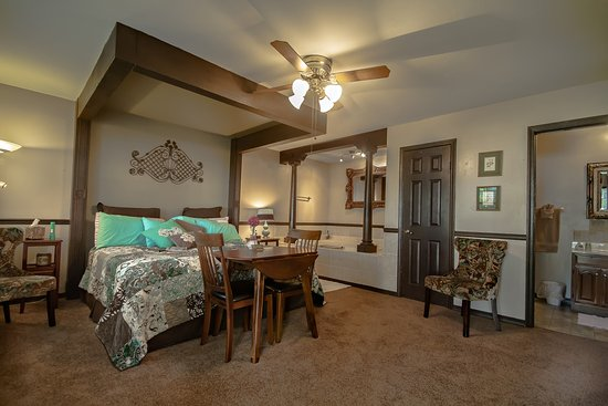 Marshfield, MO : The Garden Suite