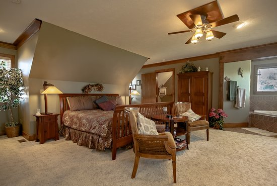 Marshfield, MO: The Prairie Suite