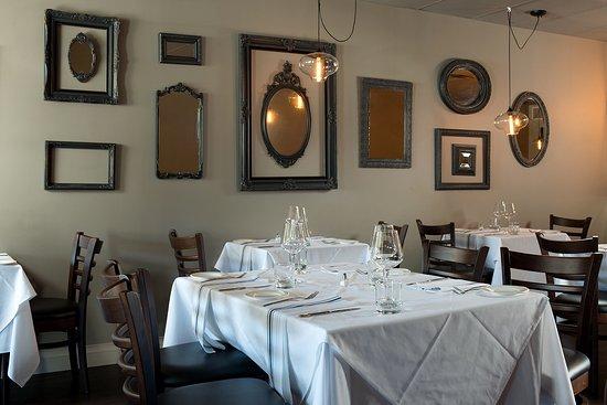 Paris, Canada: Dining Room