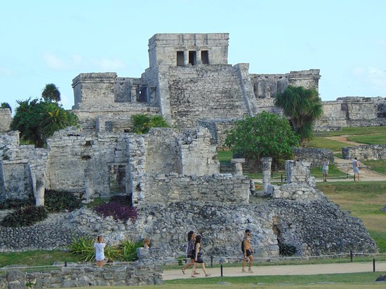 Quintana Roo, México: The city spreads out below the temple.