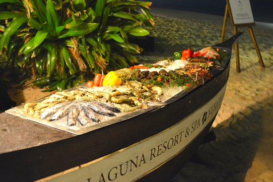 The Laguna, a Luxury Collection Resort & Spa: Seafood buffet