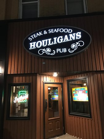 Eau Claire, WI: Houligan's - Barstow Street Entrance