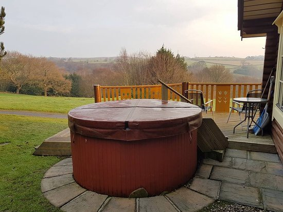 Eldwick, UK: Wonderful hot tub for cold starry nights